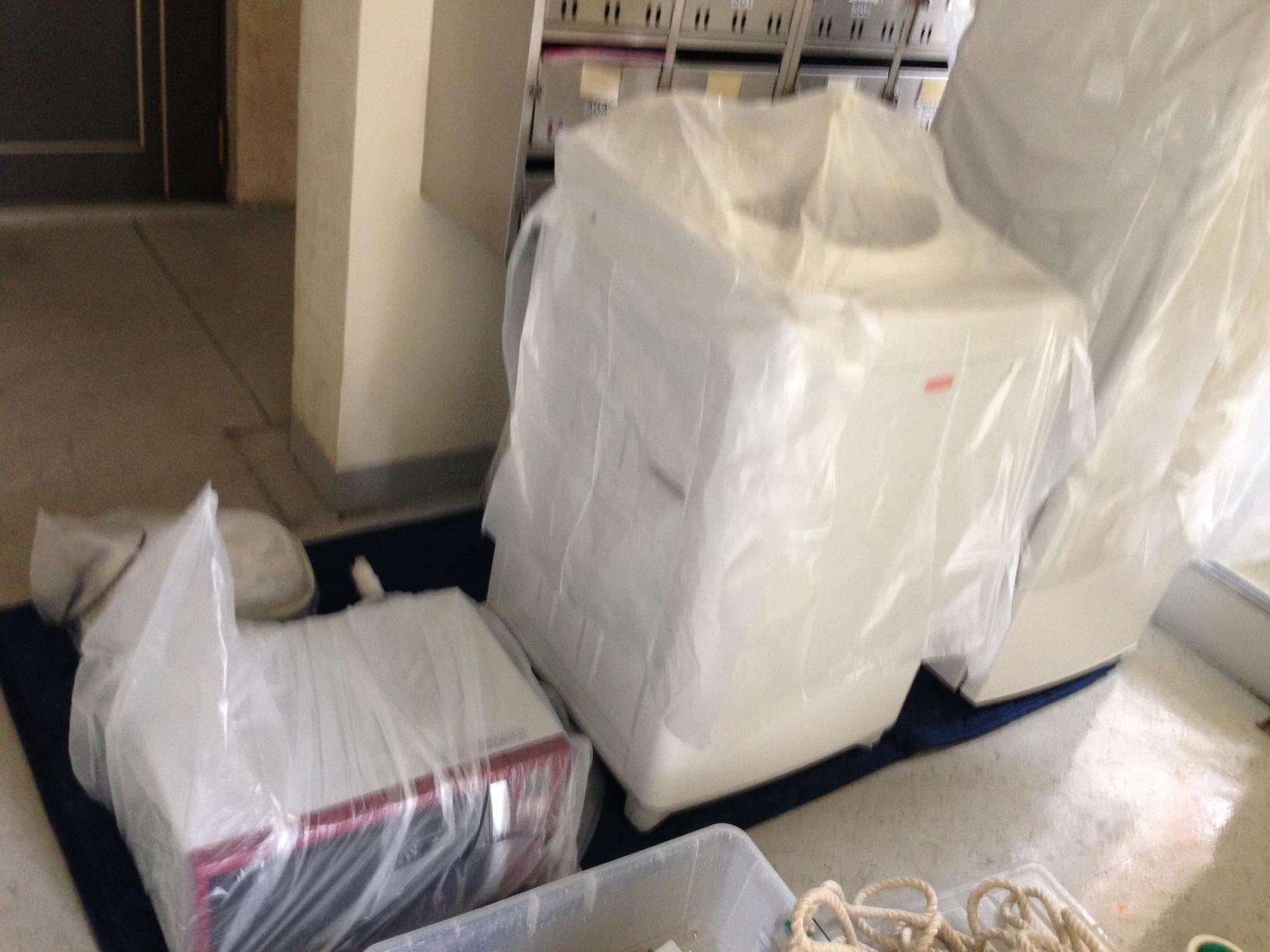 荷物運びの作業中の写真